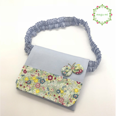【ウエストゴム】ちょうちょと花柄の移動ポケット(ブルー)