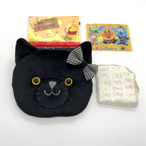 黒猫のふわふわ移動ポケット