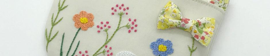 お花の刺繍移動ポケット(ベージュ)